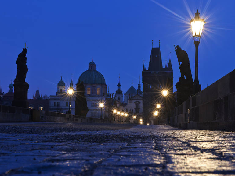 Dawn at Charles Bridge, Guillem Lopez