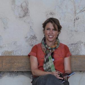 Adriana Lobo Crenier's Profile